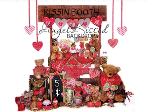 Kissin Booth 2 - 80x60 (Horizontal Design)